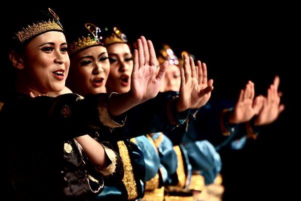 Tari Saman Khas Aceh - makna dan keunikannya